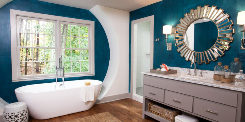 Internal Shots Of A Modern Bathroom With Trendy Mirror.
